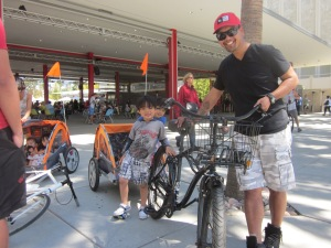 Check out this cute kids! A father enjoy a car free day with his family. This is what CicLAvia is all about.